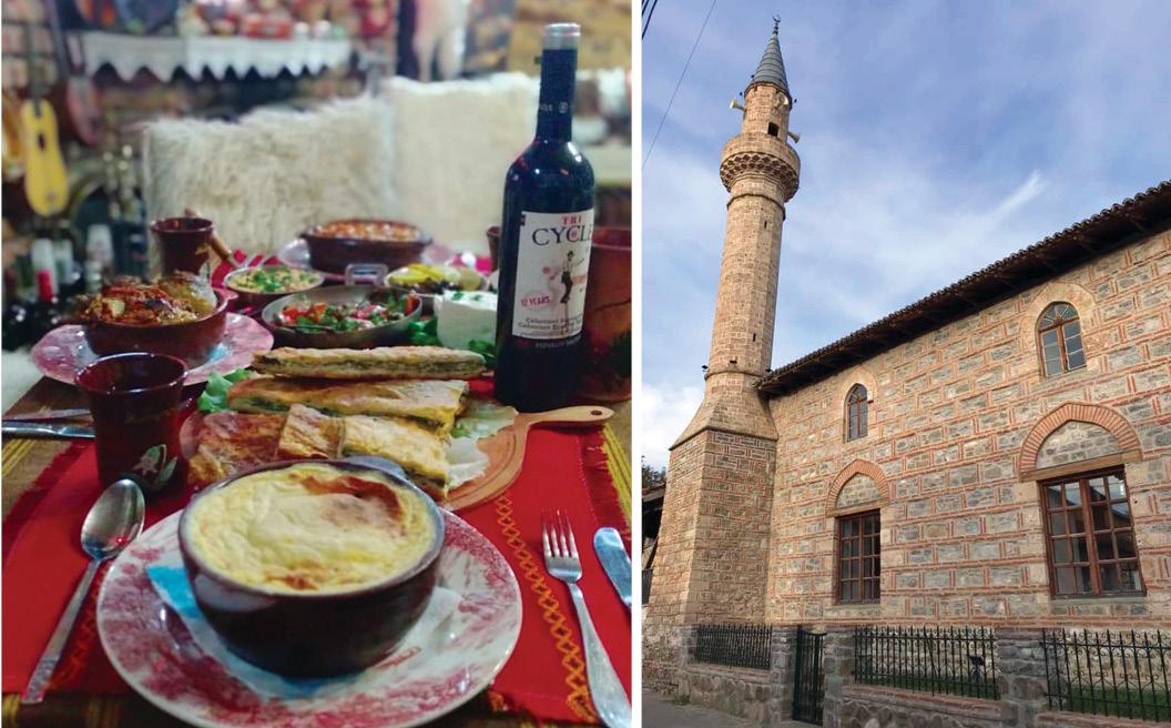 Xhamia në brendësi të Kalasë dhe një tavolinë e shtruar në Taverna Kala